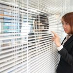 How to remove commercial blinds